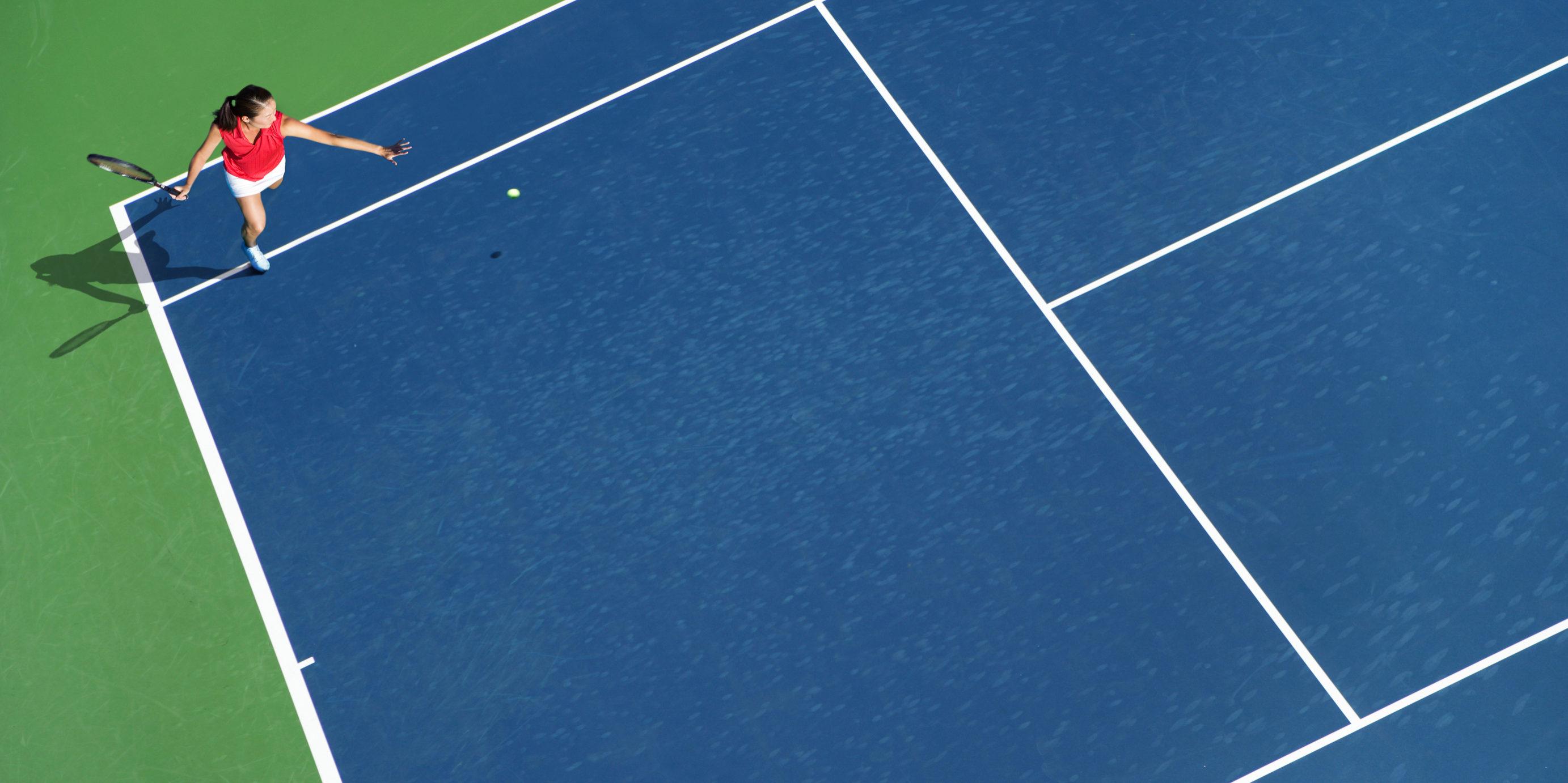 Tennis run around forehand